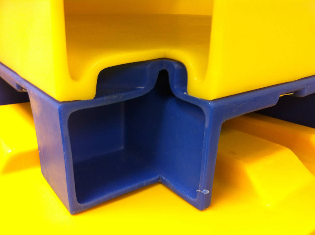 4Series Bulk Container Corner Cut-Out